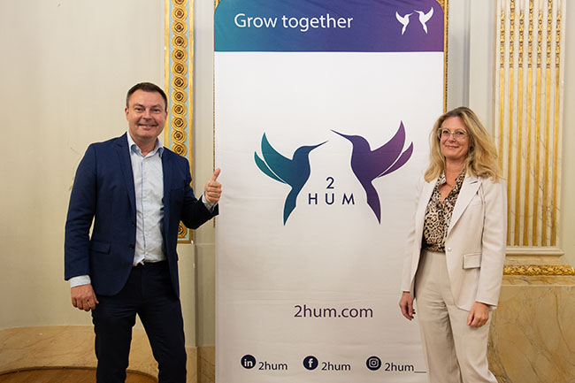 Launch 2 HUM in the Palace on the Meir